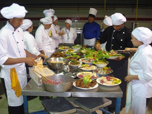 Personal de los comedores universitarios se prepara en for Tecnicas de alta cocina